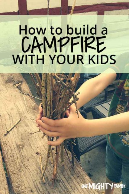 Hands filled with tinder and the caption - How to build a campfire with your kids